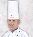 ??  ?? SINGAPOREAN CHEF Alan Chan spearheads UNO's kitchen staff for its Singapore National Pride promo