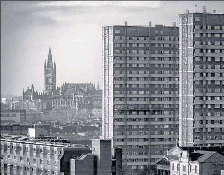 ??  ?? The Gilbert Scott building of the University of Glasgow is seen in the distance with the Queens Cross tower blocks at Cedar Street. Taken from Speirs Wharf looking west.