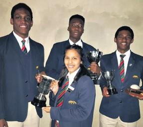 ??  ?? Individual subject achievers Qiniso Mayise, Razaq Lawal, Raselepe Ntheledi and (front) Tarah Naidu