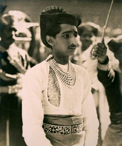 ??  ?? Always impreccably turned out, Maharaja Rao Holkar II loved Europe. While a student at Oxford, he discovered Paris and Berlin and took a keen interest in Bauhaus and design.