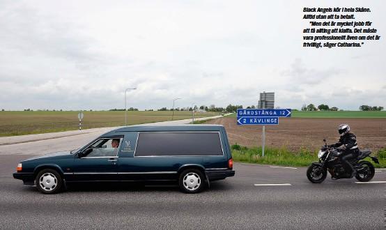 """??  ?? Black Angels kör i hela Skåne. Alltid utan att ta betalt. """"Men det är mycket jobb för att få allting att klaffa. Det måste vara professionellt även om det är frivilligt, säger Catharina."""""""