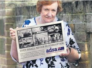 ?? Picture: Nic Ellis ?? Bronwen Duke holds the Wittenoom plaque.