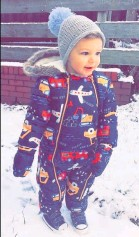 ??  ?? ●● Albie-Paul, 18 months, gets to play in the snow