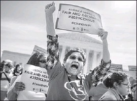 ?? Shawn Thew EPA/Shutterstock ?? ACTIVISTS PROTEST outside the Supreme Court as arguments are heard on the controversial plan to include a citizenship question on the 2020 census.