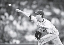 ?? DENIS POROY/GETTY IMAGES ?? When Mets starter Jacob degrom moved his belt during a start, his teammates took to Twitter to head off accusations of doctoring.