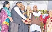 ?? HT PHOTO ?? LDA vice-chairman Satyendra Singh receiving the award from Governor Ram Naik on Sunday.