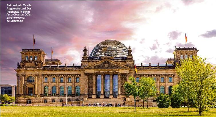 ?? Foto: Christian Offenberg/www.imago-images.de ?? Bald zu klein für alle Abgeordneten? Der Reichstag in Berlin