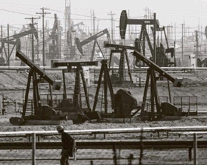 ?? Jae C. Hong / Associated Press ?? Last year, California Gov. Gavin Newsom called on the state Legislature to ban fracking by 2024.