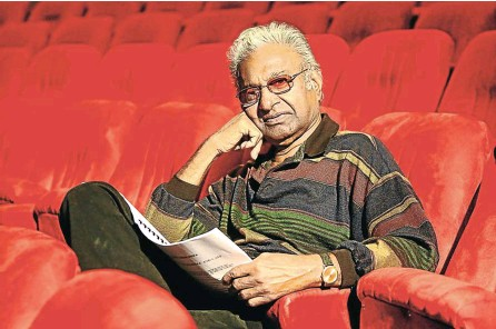 ?? Picture: Jackie Clausen ?? Ronnie Govender gets the best seat in the house, but often his theatre venues were makeshift when he directed plays during apartheid.