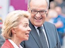 ?? FOTO: PETER SCHNEIDER / KEYSTONE ?? Guy Parmelin und Ursula von der Leyen trafen schon einmal aufeinander, 2018 in Bern. Damals waren beide für Verteidigung zuständig.