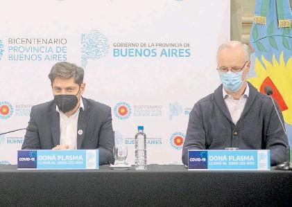 ??  ?? En La Plata. El gobernador bonaerense Axel Kicillof, con el ministro de Salud provincial, Daniel Gollán.