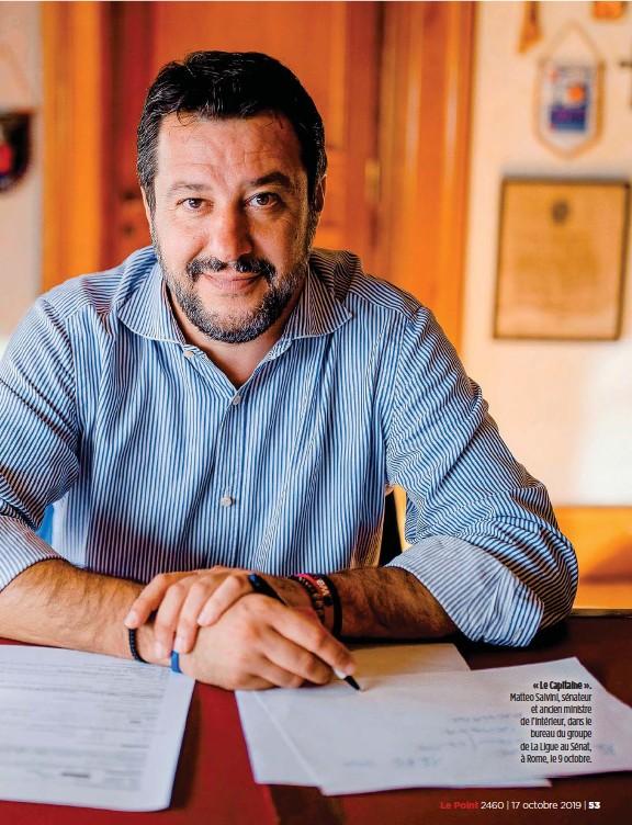 ??  ?? « Le Capitaine ». Matteo Salvini, sénateur et ancien ministre de l'Intérieur, dans le bureau du groupe de La Ligue au Sénat, à Rome, le 9 octobre.