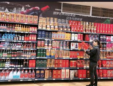 """??  ?? 虽然当下国内酱酒不断升温,但从企业规模和品牌知名度上看,圣窖酒业在行业中并不算""""头部""""视觉中国图"""