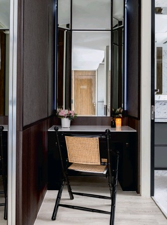 ??  ?? This page: A rattan chair brings a tropical touch to this vanity area; mirrored panels in the walk-in wardrobe expand its sense of space