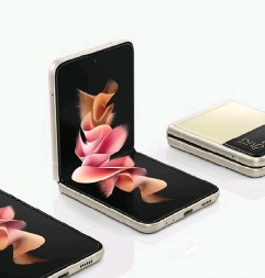 ??  ?? Unfolded, the Galaxy Z Flip3 is 72mm by 166mm by 7mm, and boasts a 6.7-inch, 120Hz, 2640x1080 display.