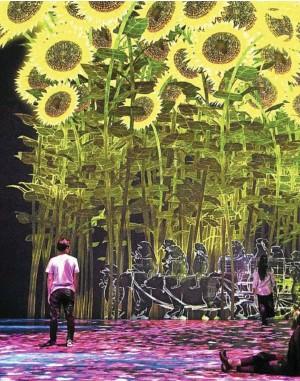 ??  ?? de mille feux la Grande Halle dont vous allez devenir en quelque sorte, le héros principal auquel rien ne résiste. Ici, les enfants ont leur place dès l'entrée des ateliers où ils sont invités à dessiner fleurs et papillons qui sont ensuite scannés et projetés dans la forêt. Dans quelques minutes, vous serez immergés au milieu de personnages de mangas et de plantes qui suivent le cours des saisonsL'effet de surprise est total, on plonge d'emblée dans un univers onirique à la Lewis Carroll dès qu'on franchit le rideau noir qui masque la porte