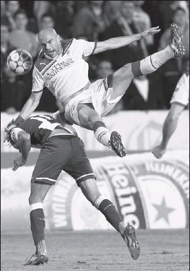 ??  ?? Porto's Kleber, left, fights for the ball with APOEL Nicosia's Paulo Jorge during their Champions League Group G soccer match at GSP Stadium in Nicosia Tuesday.
