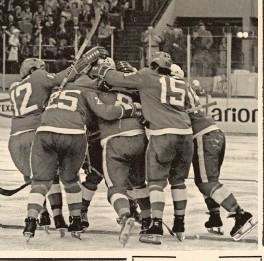 ?? (fot. Adam Urbanek/pap) ?? Po latach Międzynarodowa Federacja Hokeja na Lodzie uznała zwycięstwo Polaków nad ZSRR za największą sensację w historii MŚ. I aż trudno uwierzyć, że turniej w Katowicach zakończył się spadkiem naszego zespołu z elity ....