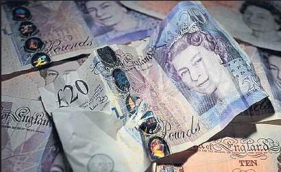 ?? BEN STANSALL / AFP ?? El valor de la libra se ha debilitado como consecuencia del Brexit