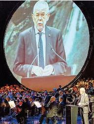??  ?? Die Freiheit der Kunst, die Presseund Medienfreiheit, die Grund- und Freiheitsrechte von jedem Einzelnen seien global gesehen seltene Güter, sagte Bundespräsident Alexander Van der Bellen in seiner Eröffnungsrede der Bregenzer Festspiele.