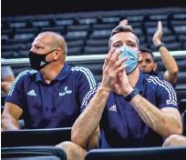 ?? Foto Fiba ?? Goran Dragić je tekme v Kaunasu spremljal v družbi vodilnih mož košarkarske zveze.