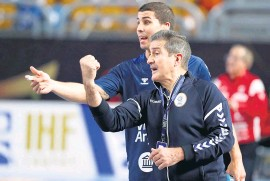 ??  ?? Diego Simonet y el entrenador Manuel Cadenas.