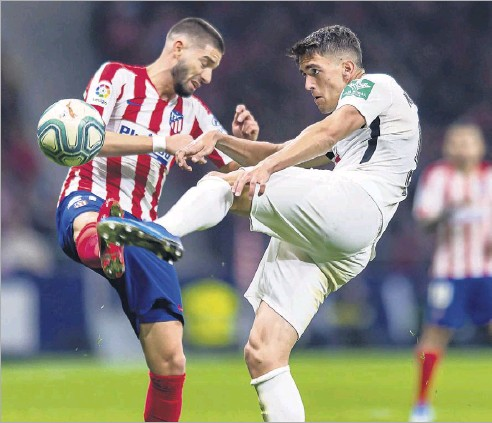 ?? File Photo/getty Images ?? Jose Antonio Martinez of Granada CF (right) battled for the ball during a 2020 Liga match against Atletico de Madrid. Martínez, a veteran of the top league in Spain, is among the new players on FC Dallas this season.