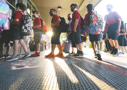 ?? LM OTERO/ASSOCIATED PRESS ?? Students enter school on the first day of classes in Richardson, Tex., on Aug. 17. A CDC guideline, updated before the delta variant's surge, loosened the definition of who needs to quarantine, and it provides no metrics for when schools or classrooms should shut down.