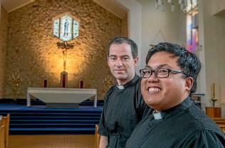 ?? PHOTO: JOHN KIRK-ANDERSON/STUFF ?? Newly ordained fathers Alister Castillo, left, and Graeme Blackburn.
