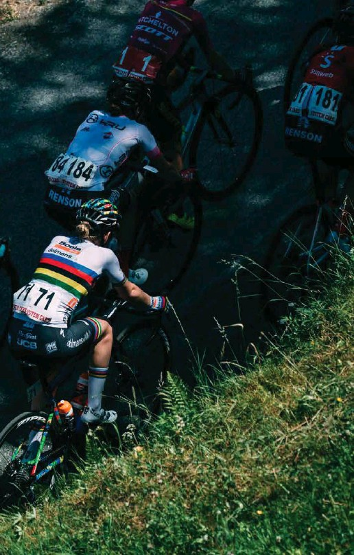 ??  ?? Sogno. «Vincere il Giro è sempre stato un sogno per me. Anzi, prima non lo era. All'inizio della mia carriera non avrei mai pensato di esserne capace». Annemiek van Vleuten.