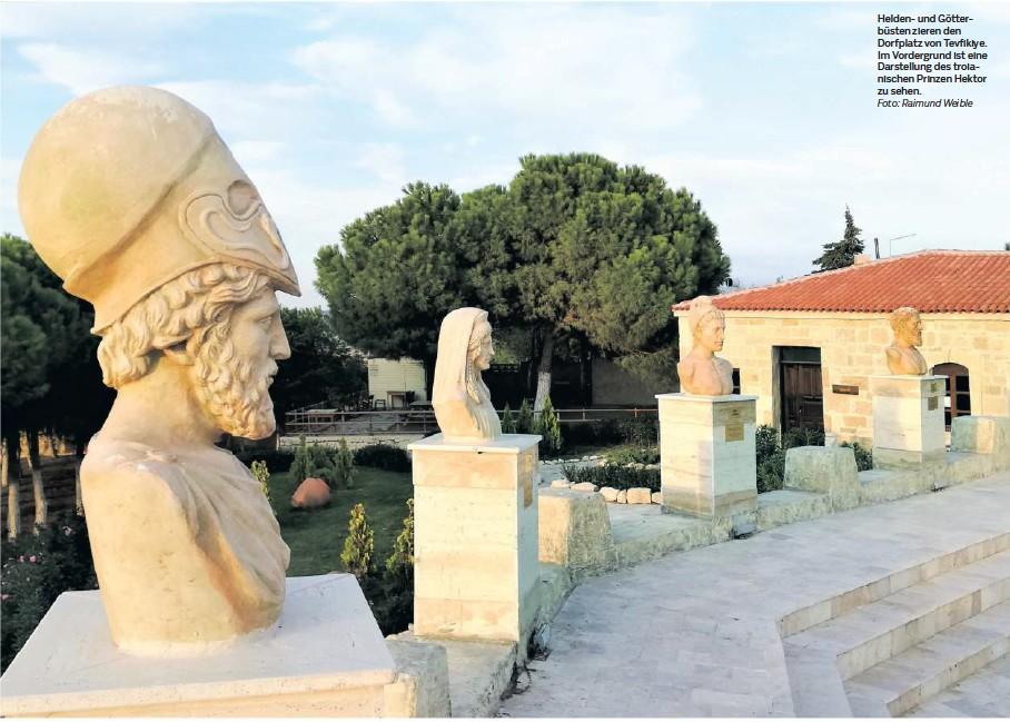??  ?? Helden- und Götterbüsten zieren den Dorfplatz von Tevfikiye. Im Vordergrund ist eine Darstellung des troianischen Prinzen Hektor zu sehen. Foto: Raimund Weible