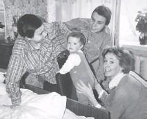 ??  ?? Conjoined twins Masha, left, and Dasha Krivoshlyapova are seen with journalist and author Juliet Butler and her child, Sasha.
