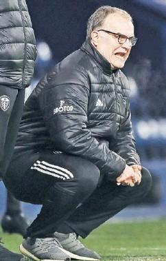 ??  ?? Bielsa se fue de boleta las cuatro veces que se enfrentó a los equipos de José Mourinho.
