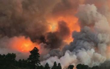 ?? SURSA FOTO CAPTURĂ VIDEO YOUTUBE ?? Fumul toxic cauzat de incendii masive s-a extins în mai multe state din SUA.