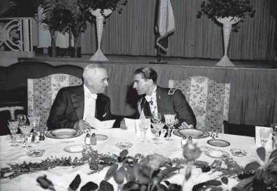 ??  ?? President Harry Truman and Iran's shah, Mohammad Reza Pahlavi, confer at a dinner in Washington in 1949. Author John Ghazvinian charges that the United States tried to manipulate Iran's politics to its advantage during the Cold War.