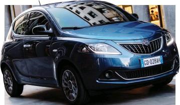 ??  ?? L'inconfondibile sagoma della Lancia Ypsilon nella nuova versione EcoChic, ibrida e tecnologica
