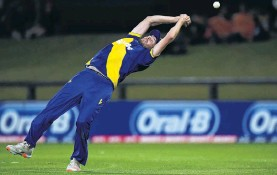 ?? PHOTO: GETTY IMAGES ?? That sort of a campaign . . . The Volts' Michael Rae spills a catch in his side's Super Smash loss to the Canterbury Kings at Hagley Oval late last month.