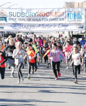 ?? DONATO GINO ?? Participants get moving in the 1K kids' run at the Sudbury Rocks event in May. Children don't have to wait until after school to enjoy outdoor activity with the Daily Mile program.