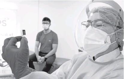 ?? Foto I Cortesía Alcaldía de Manizales I LA PATRIA ?? En Manizales, luego de aplicar en dos jornadas mil 956 dosis de la vacuna Pfizer, se alistan para las Sinovac.