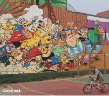 ??  ?? Comic wall.