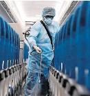 ??  ?? Nach jedem Flug muss die Maschine desinfiziert werden.