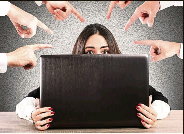 ??  ?? Attacks on social media are so relentless victims are often traumatised. — 123rf.com