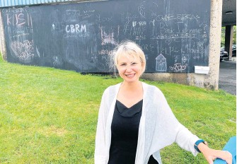 ?? CHRIS CONNORS • CAPE BRETON POST ?? Lisa Mulak, regional librarian at the Cape Breton Regional Library, stands in front of the community chalkboard they installed on a large concrete wall at the Sydney branch. Mulak said it's a way to give the community an outlet for creative expression at a time when they can't host in-person programs.