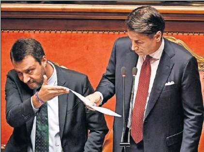 GIUSEPPE CONTE, PRIMER MINISTRO ITALIANO, DIMITE Y ARREMETE CONTRA SALVINI