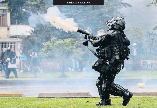 LAS PROTESTAS SE EXTIENDEN A COLOMBIA