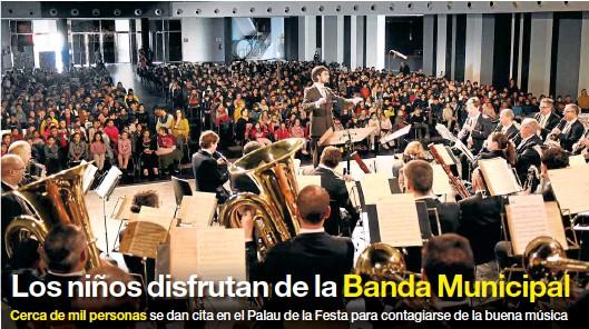 LOS NIÑOS DISFRUTAN DE LA BANDA MUNICIPAL