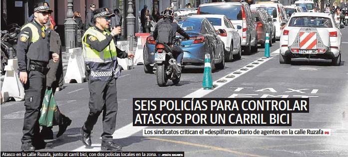 SEIS POLICÍAS PARA CONTROLAR ATASCOS POR UN CARRIL BICI