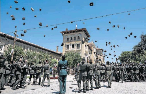 EL REY PRESIDE LA ENTREGA DE DESPACHOS EN LA ACADEMIA GENERAL MILITAR