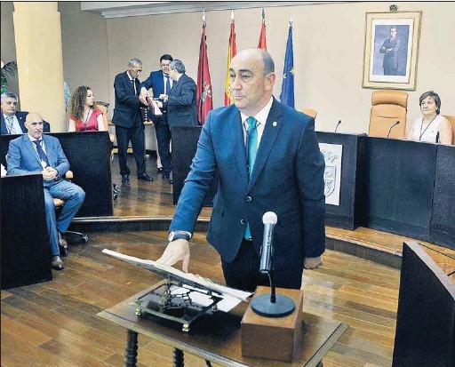 MIGUEL ÁNGEL DE VICENTE ASUME EL MANDO DE LA DIPUTACIÓN