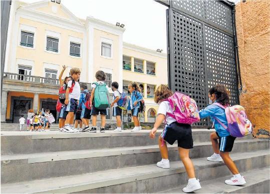 CLASES LLENAS Y MÍNIMOS NIVELES DE ABSENTISMO ESCOLAR EN EL REGRESO A LOS COLEGIOS